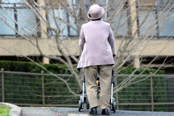 おひとりさまの老後資金・生活費、そして孤独な住まいについて